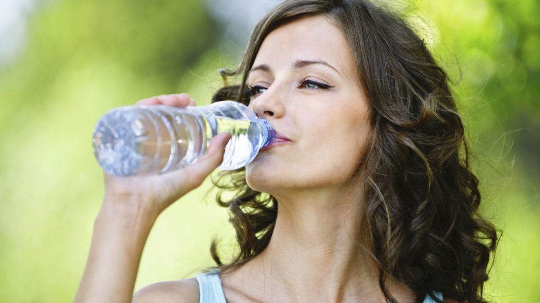 De juiste dranken drinken helpt je meer opgeslagen vet verbranden