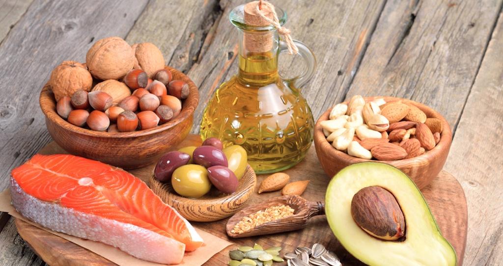 Meer vet eten gezond en toch makkelijker afvallen: Hoe kan dat?